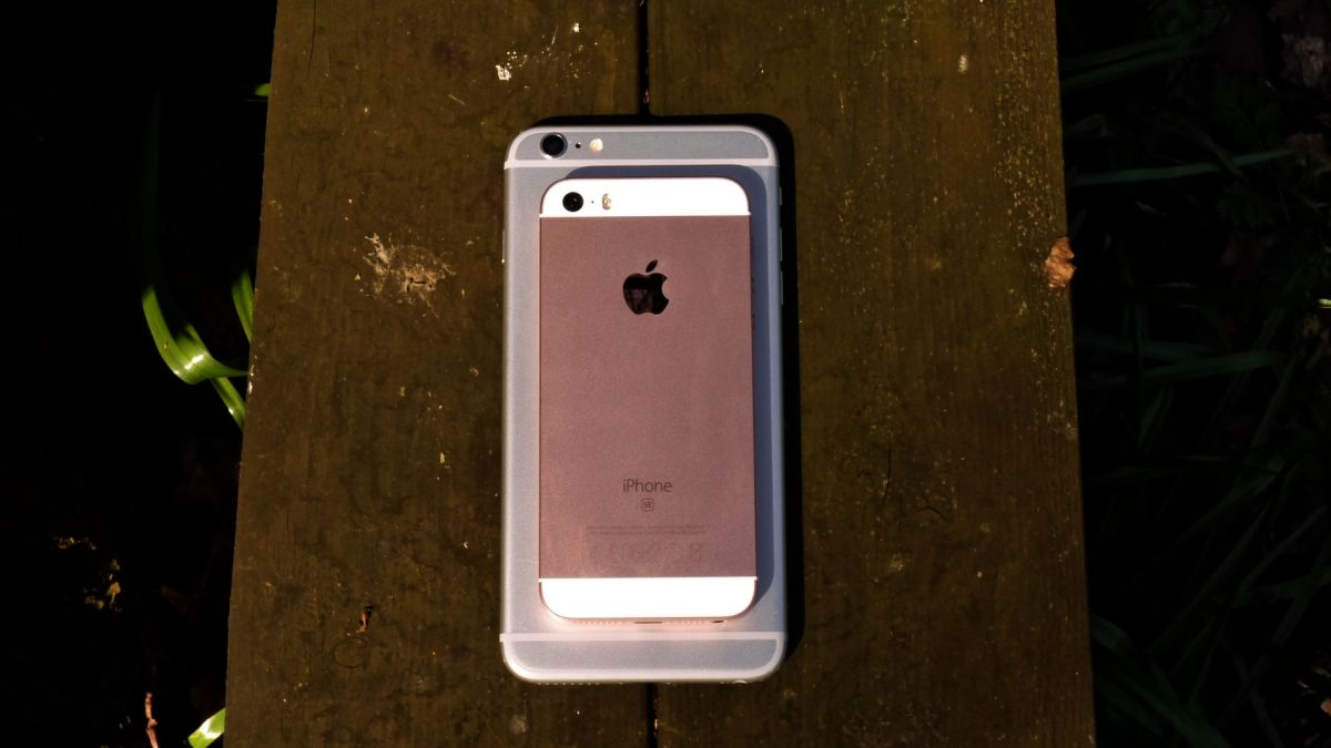 How Much Is A Used Iphone Se Worth