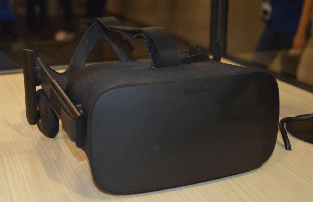 Oculus Rift vs HTC Vive comparison