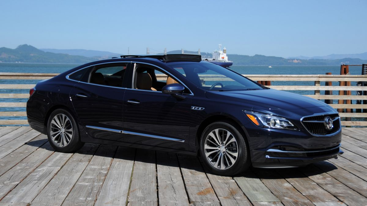 road tested 2017 buick lacrosse breakthrough tech advancements in a classy full size sedan. Black Bedroom Furniture Sets. Home Design Ideas