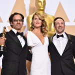 "HOLLYWOOD, CA - MARCH 04: Actor Laura Dern (C) with producer Dan Cogan (L) and director Bryan Fogel, winners of the Best Documentary Feature for ""Icarus""  pose in the press room during the 90th Annual Academy Awards at Hollywood & Highland Center on March 4, 2018 in Hollywood, California.  (Photo by Alberto E. Rodriguez/Getty Images)"