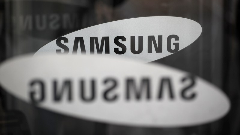 The logo of Samsung Electronics is seen at its office building in Seoul, South Korea, March 23, 2018.   REUTERS/Kim Hong-Ji/Files
