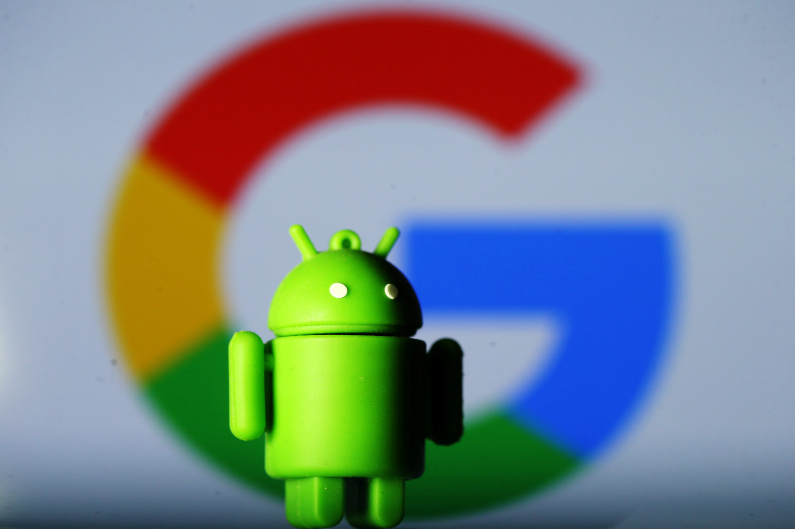 A 3D printed Android mascot Bugdroid is seen in front of a Google logo in this illustration taken July 9, 2017. Picture taken July 9, 2017.  REUTERS/Dado Ruvic/Illustration