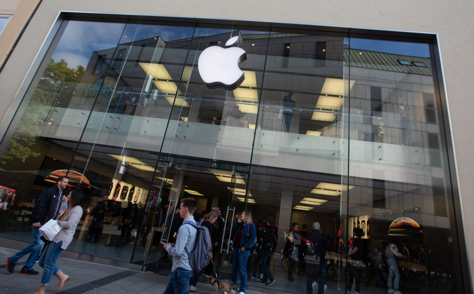 The Apple Store in Munich, Germany seen from outside. (Photo by Alexander Pohl/NurPhoto/Sipa USA)