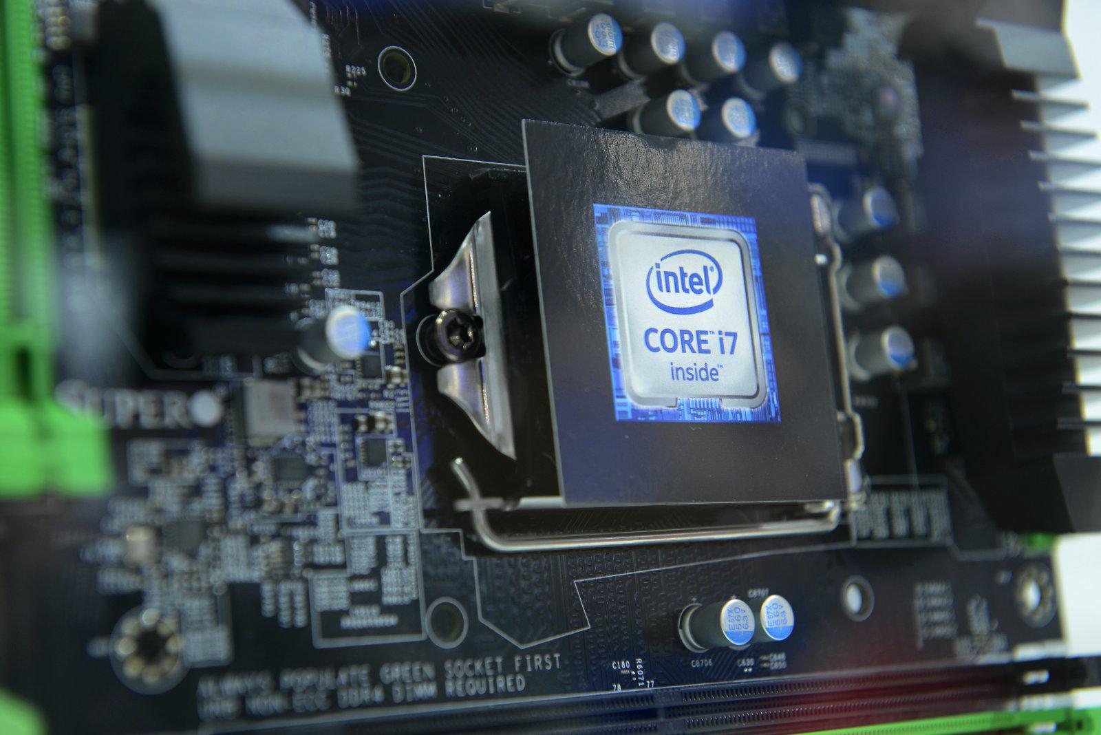 Intel Prozessor, Cebit, Hannover, Niedersachsen, Deutschland   (Photo by Schöning/ullstein bild via Getty Images)