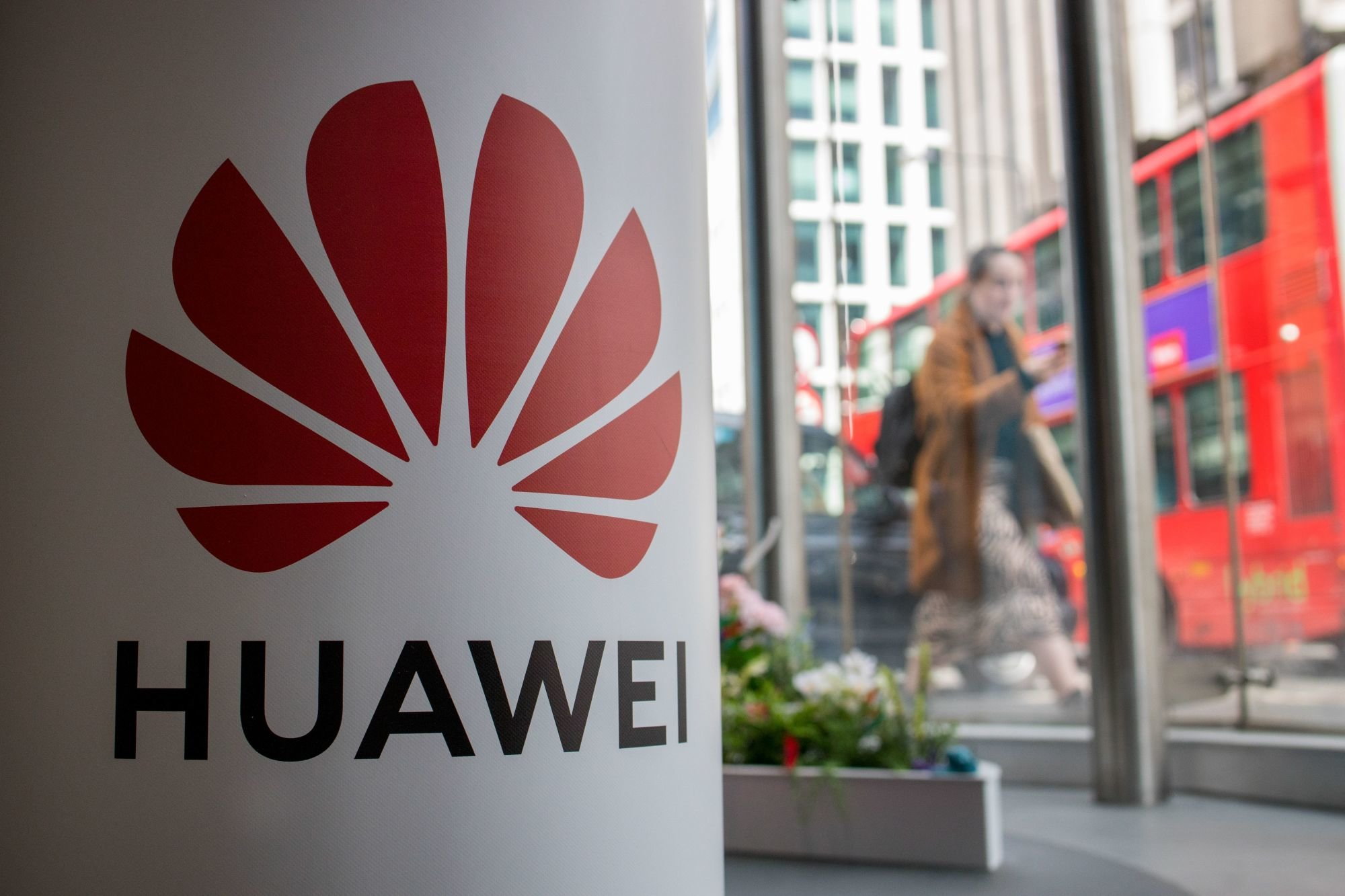 A pedestrian walks past a Huawei product stand at an EE telecommunications shop in central London on April 29, 2019. - British Foreign Secretary Jeremy Hunt has urged caution over the role of China's Huawei in the UK, saying the government should think carefully before opening its doors to the technology giant to develop next-generation 5G mobile networks. His comments come after Prime Minister Theresa May conditionally allowed China's Huawei to build the UK 5G network, information that was leaked to a newspaper from top secret discussions between senior ministers and security officials, a leak that has caused a scandal that has rocked Britain's splintered government. (Photo by Tolga Akmen / various sources / AFP)        (Photo credit should read TOLGA AKMEN/AFP/Getty Images)