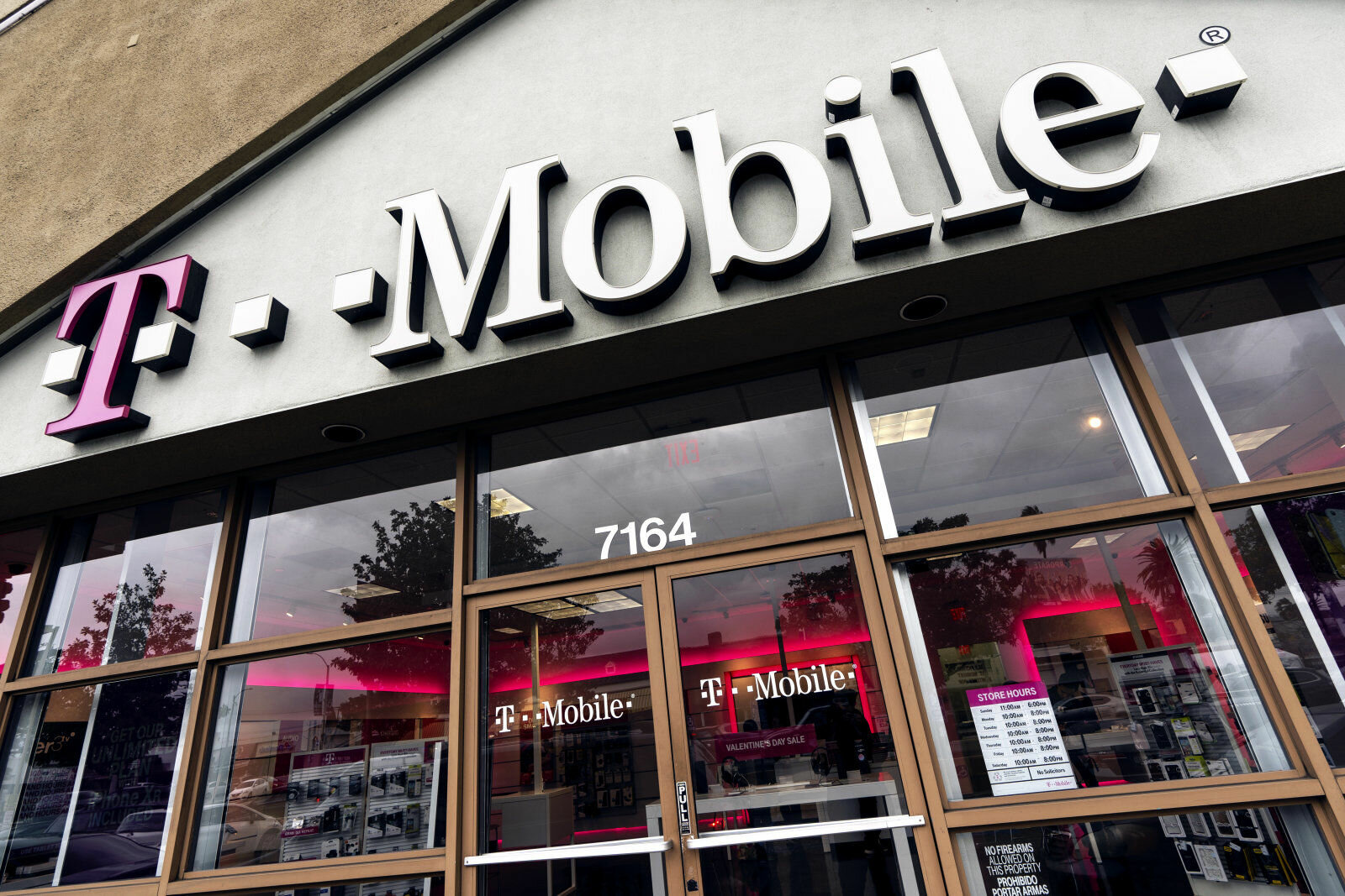 LOS ANGELES, CA, UNITED STATES - 2019/02/14: A T-Mobile store seen in Los Angeles. (Photo by Ronen Tivony/SOPA Images/LightRocket via Getty Images)