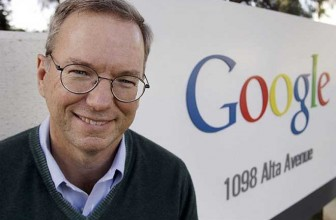 Google ex-boss Eric Schmidt reveals he has an iPhone and the battery is not that good