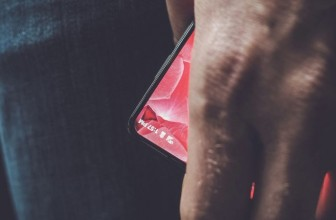Android Co-Founder Andy Rubin Gives the First Glimpse of Bezel-Less Display Essential Phone