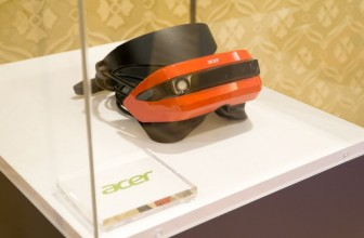 Microsoft's first Windows 10 VR headsets get into developers' hands this month