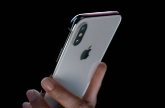 iPhone X vs iPhone 7: Apple's 2016 flagship meets the firm's future