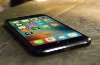 iPhone 8's curves may be less dramatic than Samsung's Galaxy S7 Edge