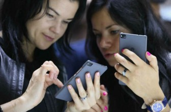 Heavy smartphone use can make you depressed: Study