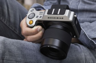 Hasselblad's first mirrorless camera makes medium-format look absurdly small